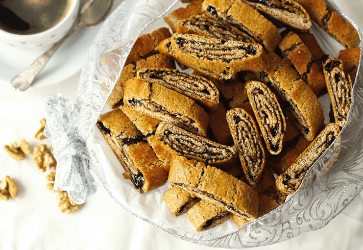 Medový závin s povidly a ořechy