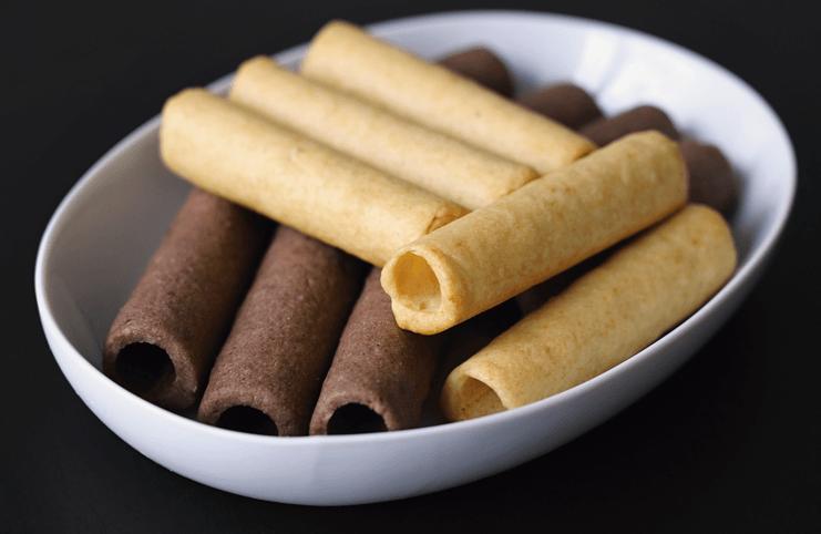 Ořechové trubičky plněné karamelovým krémem